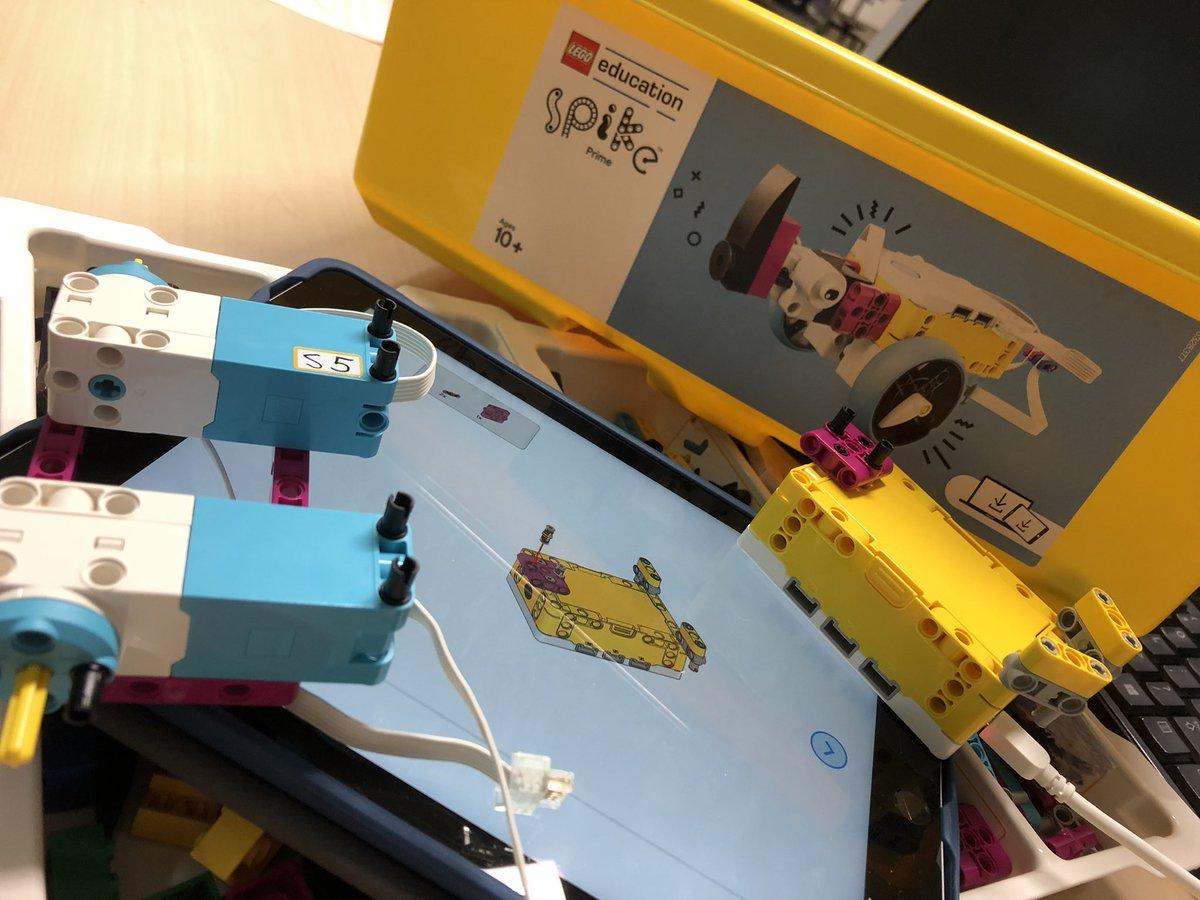 test Twitter Media - De wedstrijdtafel staat, de missies zijn opgebouwd door collega's en studenten van #hanpabo en @iXperium Nijmegen. Nu de legorobot bouwen @leraarworden #firstlegoleague #cargoconnect https://t.co/goGrZYkxfE