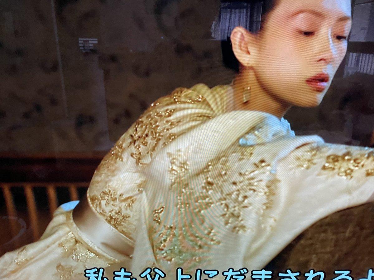test ツイッターメディア - #上陽賦  再放送で視聴! 阿嫵の衣装の美しさ✨ シルクオーガンジーを重ねて上衣には錦糸の刺繍が施されとても上品‼️阿嫵が着こなしてこそ映える。 好みだわ〜😘 それと草原に立つ阿嫵と蕭棊の影絵のような姿に目が点😍 阿嫵の白馬が引き綱もなく並走していたのにはビックリ👏 https://t.co/B8WWUKeuPa