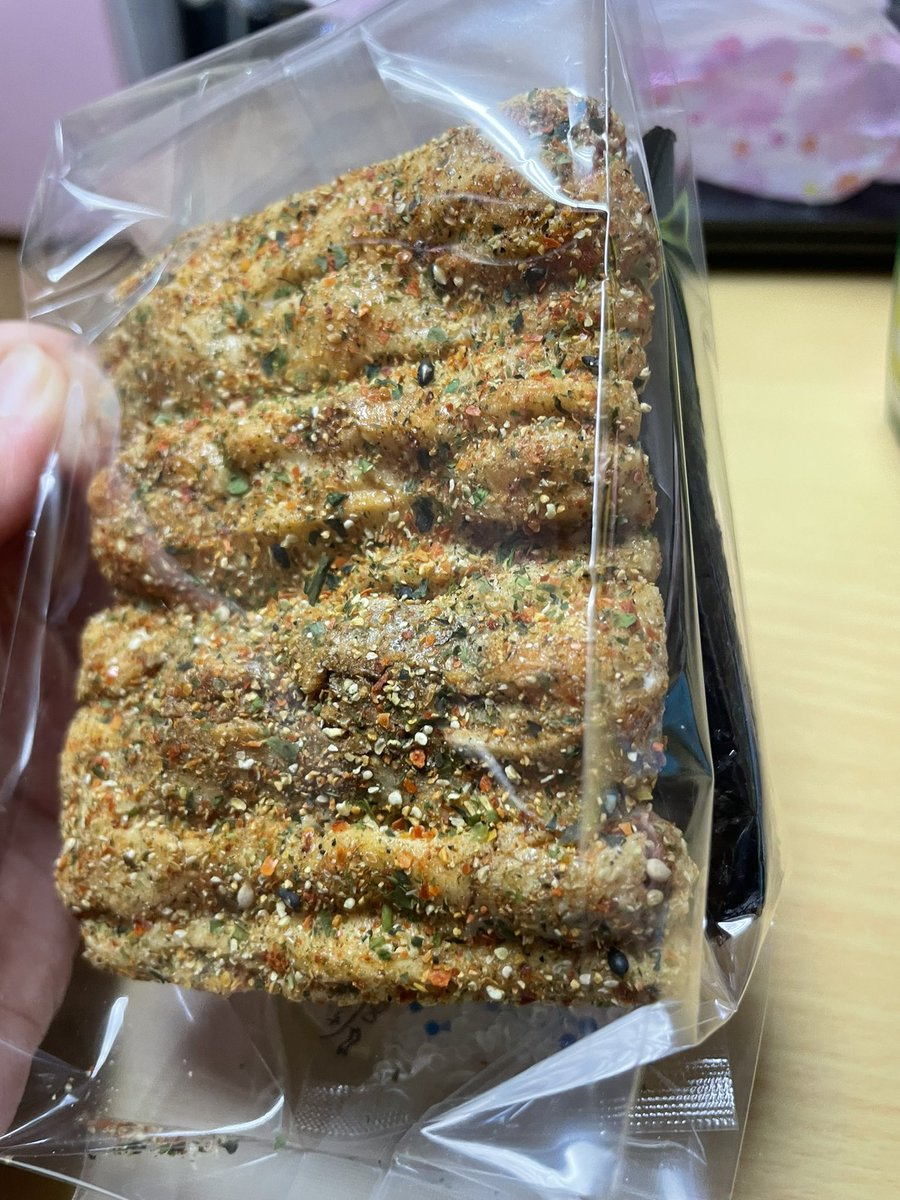 test ツイッターメディア - こんな夜遅くに煎餅食べようとしてる。。。今日浅草で買ったやつ。絶対太るw https://t.co/zvlGxJLm5M