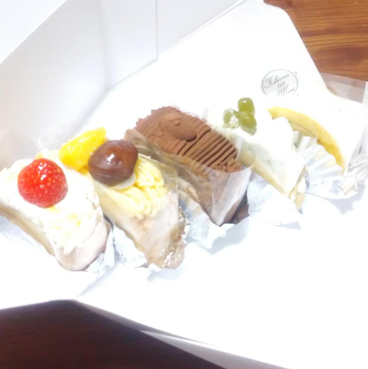 test ツイッターメディア - お昼に「き花の杜」で買ってきたロールケーキたち。 安心安定のアーモンド、モンブラン、ガトーショコラ。 そしてずんだとパンプキン。 どれも美味しいけど、やっぱりチョコが好き💕  #旭川グルメ #壺屋 #き花の杜 https://t.co/HecnMeXfnI