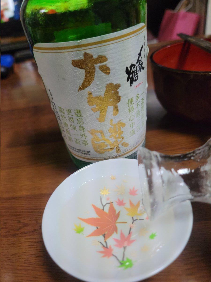 test ツイッターメディア - 今日は新潟県村上市の宮尾酒造さんの〆張鶴金ラベル大吟醸酒!!添加アルコールの謎に迫ります🙆んー贅沢です https://t.co/71YpRCM1a0
