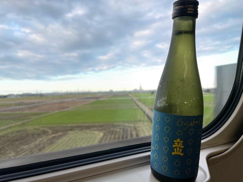 test ツイッターメディア - 施設にいる母の顔を見に日帰り富山。 帰りの新幹線のおともは、立山酒造さんの「立山清酒純米吟醸」(300mL) 700円。 地元で飲む地元の酒は旨い。窓の外は稲刈り直後の秋の田んぼの風景です。 #立山酒造 #帰省 #日本酒 https://t.co/pppPnioaOb