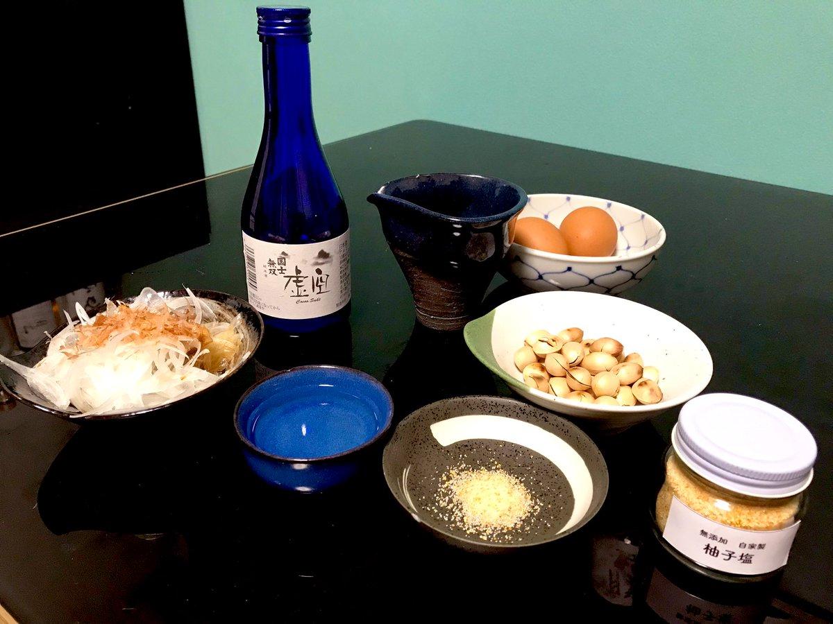 test ツイッターメディア - 寒くなったのでお燗で一杯。  北海道土産で頂いた、『国士無双 虚空 純米酒』。 北海道の日本酒は、まだ関東では流通が少ないイメージです。 アルコールは13%と低めで、淡麗辛口。 常温〜お燗が最高です。  一目惚れで買った柚子塩が、銀杏とめちゃくちゃ合う✨  #日本酒 #国士無双 https://t.co/qcZ10gvGfH