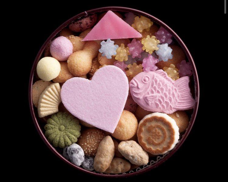 test ツイッターメディア - 明日は身内のおめでたい行事に参加するので、気持ちばかりだけどお祝いのお菓子をと思い吹き寄せを買いにヒカリエまで。冨貴寄、見てるだけで幸せな気分になれるから慶事には欠かせない😌🌸 https://t.co/3zlZL6polS
