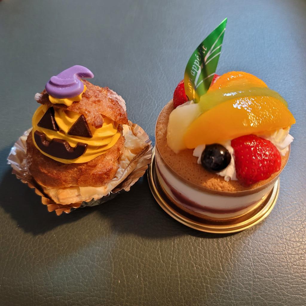 test ツイッターメディア - @reika_taso 怜花ちゃん⭐誕生日おめでとう🎂  僕も怜花ちゃんが気に入りそうな🍰可愛いケーキ買ったよ☺️ ガトードボワイヤージュの かぼちゃのパイカスターと フルーツのパイケーキ 両方とも美味しかったよ😋 https://t.co/e4WRx1EIZx
