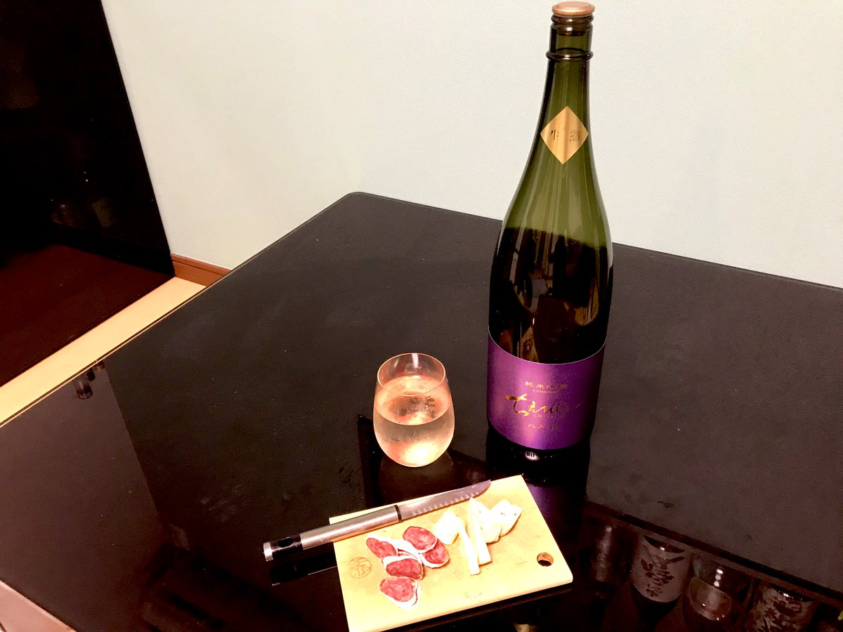 test ツイッターメディア - 今週はトラブルが多かったのですが、気乗りしくても毎日運動してると大概はどうでも良いと思えるので、単純で良かった😆  お酒は、『ちえびじん 純米吟醸 生熟 八反錦』。 生酒なのに半年熟成の珍しい一本。 香り良く、濃口。 梨を感じる風味の中に、熟成感もしっかりです。  #ちえびじん #日本酒 https://t.co/1vNEog1cnt