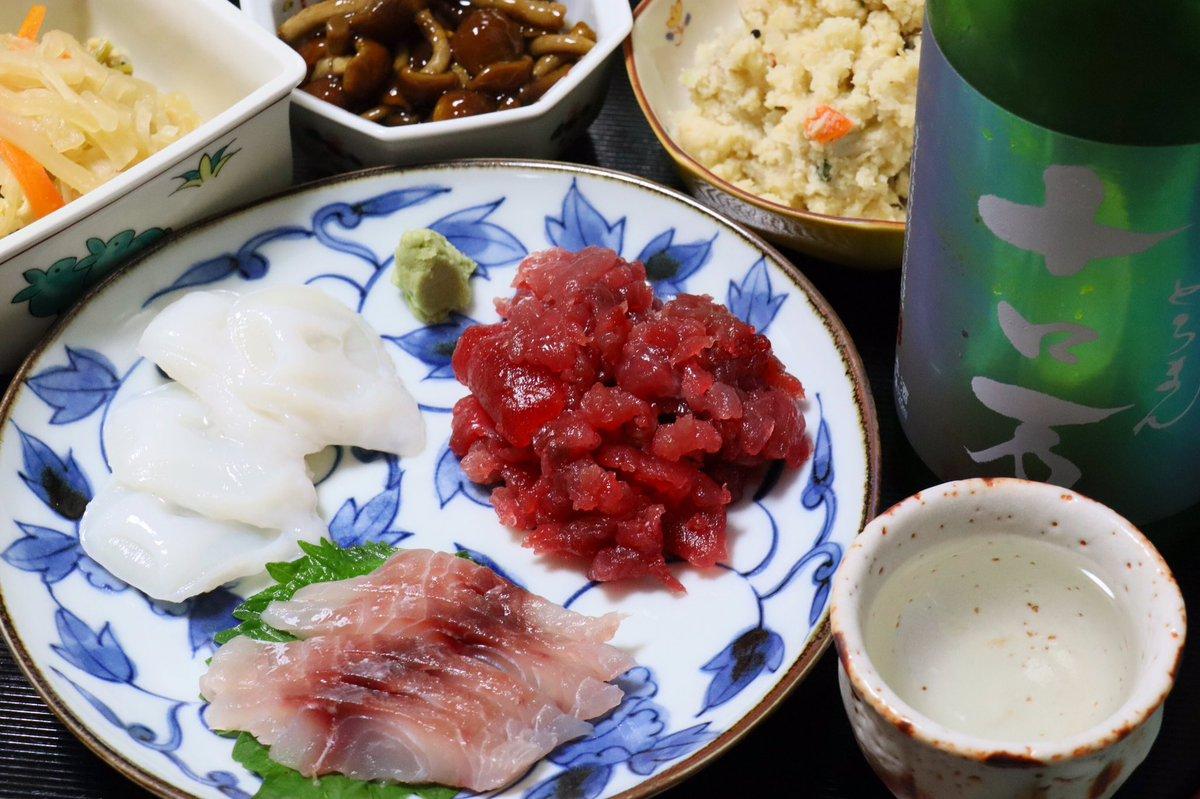test ツイッターメディア - #晩酌 は #福島県 #南会津町 花泉酒造「十ロ万 純米吟醸 一回火入れ」の残りを酌みつつ、鮪とイサキと生タコの刺身、ひきな炒り、ナメコの醤油煮、おから炒りをつまむ。🍶🐟🐙  海と里の幸をバランスよくつまむのが一番。 うまい!😋 https://t.co/LARlnlIfbJ