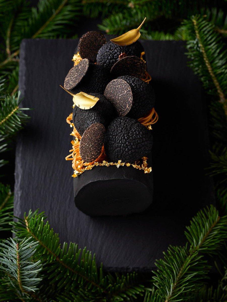 test ツイッターメディア - 帝国ホテル! 今年のクリスマスケーキは 黒トリュフとケーキ 杉本シェフ考案のケーキ🎂 発想がもうフランス人。中身はババ、プラリネムース、チョコレート生地、トリュフムースで味も美味しいそう。 帝国ホテルの杉本シェフ日本よりフランスの方が有名かもしれない。 あぁ食べたい https://t.co/C48P9qcHRk