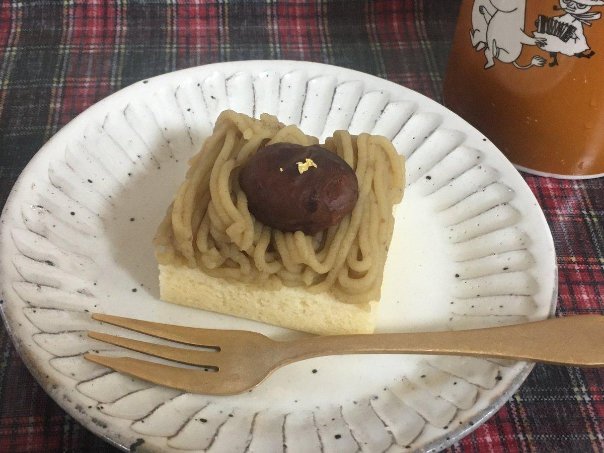 test ツイッターメディア - 柴舟小出さんのモンブラン🌰 栗ペーストには生クリームとか入ってなくて、しかも甘さが控えめだから栗の味がすごくする😋 中の粒あんもかなり甘さ控えめで小豆の味がしっかり分かるし、小豆の皮の食感が強めなのがまたいい😆 栗の渋皮煮はしっとり金箔付で華やか🥇 カステラは餡と同じくらいしっとり。 https://t.co/ClBCYD8au1