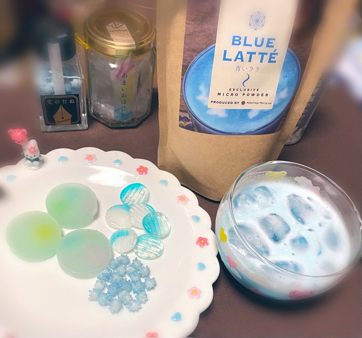 test ツイッターメディア - 今日は特別な日だから、青色づくしのおやつを用意💙 越乃雪本舗大和屋さんのお菓子の中から青色のものをチョイス💙 丸安茶業さんの青いラテ💙  智くんのイメージカラーの青💙 私にとっては幸せの色💙  #大野智芸能生活27周年 #大野智さんが大好きです https://t.co/RnvCyAyiLV