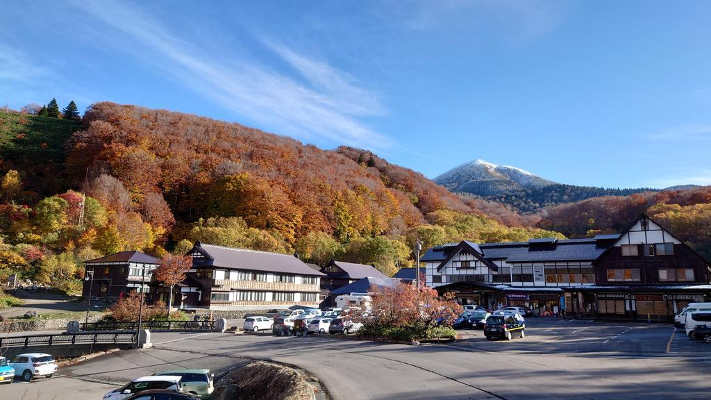test ツイッターメディア - 今朝の #八甲田 #酸ヶ湯 の #定点写真  午前8時の天候 晴れ 7℃ 弱風  おはようございます 絶景広がる爽やかな朝です。  今日の予報は晴れのち曇り、最高気温10℃  酸ヶ湯周辺で紅葉に白い山と青空のセットで見れるのは今日が最後でしょう。 路面は夏タイヤで走行可。是非見に来てください。 #八甲田山 https://t.co/HpbioLOEEy