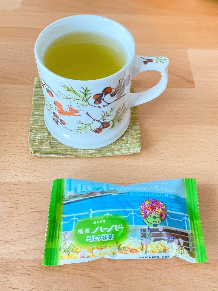 test ツイッターメディア - あたたかい緑茶。 お菓子は、ありあけ『横濱ハーバー』ミルク抹茶味。普通のハーバーかと思ったら、お饅頭でした!やさしい抹茶味。 #お家茶会 https://t.co/ss9vYiBNE6