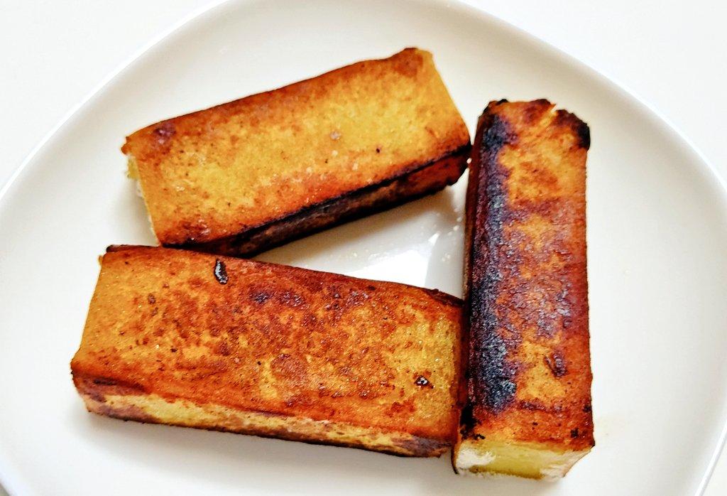 test ツイッターメディア - 舟和の芋ようかんをバターひとかけらで焼いてみたら……  めちゃめちゃおいしーーー😋💕👍  表面カリカリ、中はしっとり。 超おすすめ‼️ 弱火でじっくり、その後少しだけ火を強めて4面を焼き色こんがりと。  3個いけるけど、2個にしとこ。 1個だーさまにあげる。 https://t.co/8NxslfQ4yt