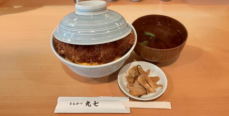 test ツイッターメディア - とんかつ丸七@東京都江東区 2021年10月15日訪問 焼きカツ丼(上)、追加たまごトリプル(無料サービス) こんなにやわらかい豚は初めて!とにかく分厚いお肉は甘い脂身あふれ、とろけるような食感。焼きカツということで、衣はサクサクです。カツの下にはふんわりたまご、トリプルでたっぷり。旨し! https://t.co/N3KC2TKcxp