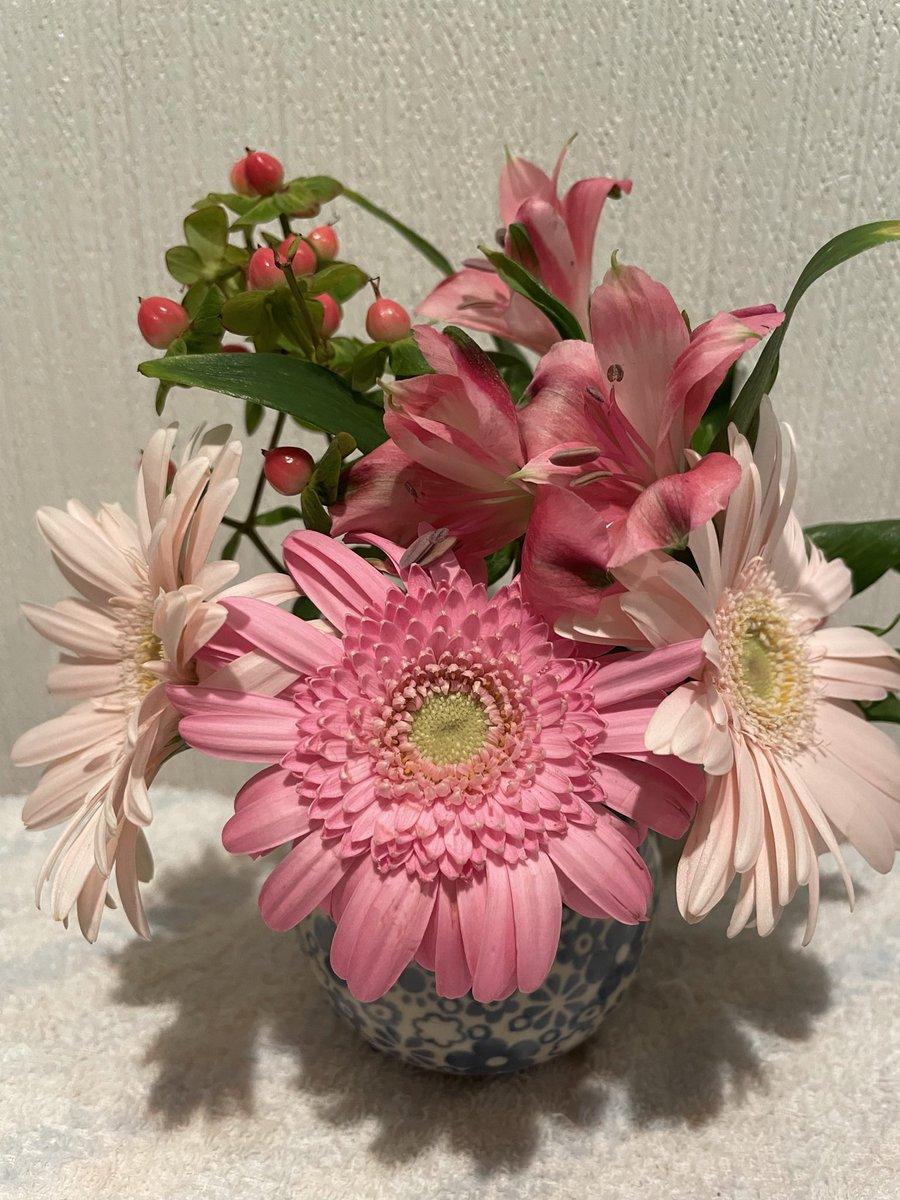 test ツイッターメディア - 夏の想い出㉘ 浅草土産は「人形焼、舟和の芋ようかんとあんこ玉、竹の子とタマネギのお漬物」。 どれも美味しくいただきました😋  LIVEの時のスタンド花のお花💐も花瓶に活けて、この日以降も、しばし楽しかった2日間の余韻を楽しみました👍 https://t.co/1YhIdExqEf