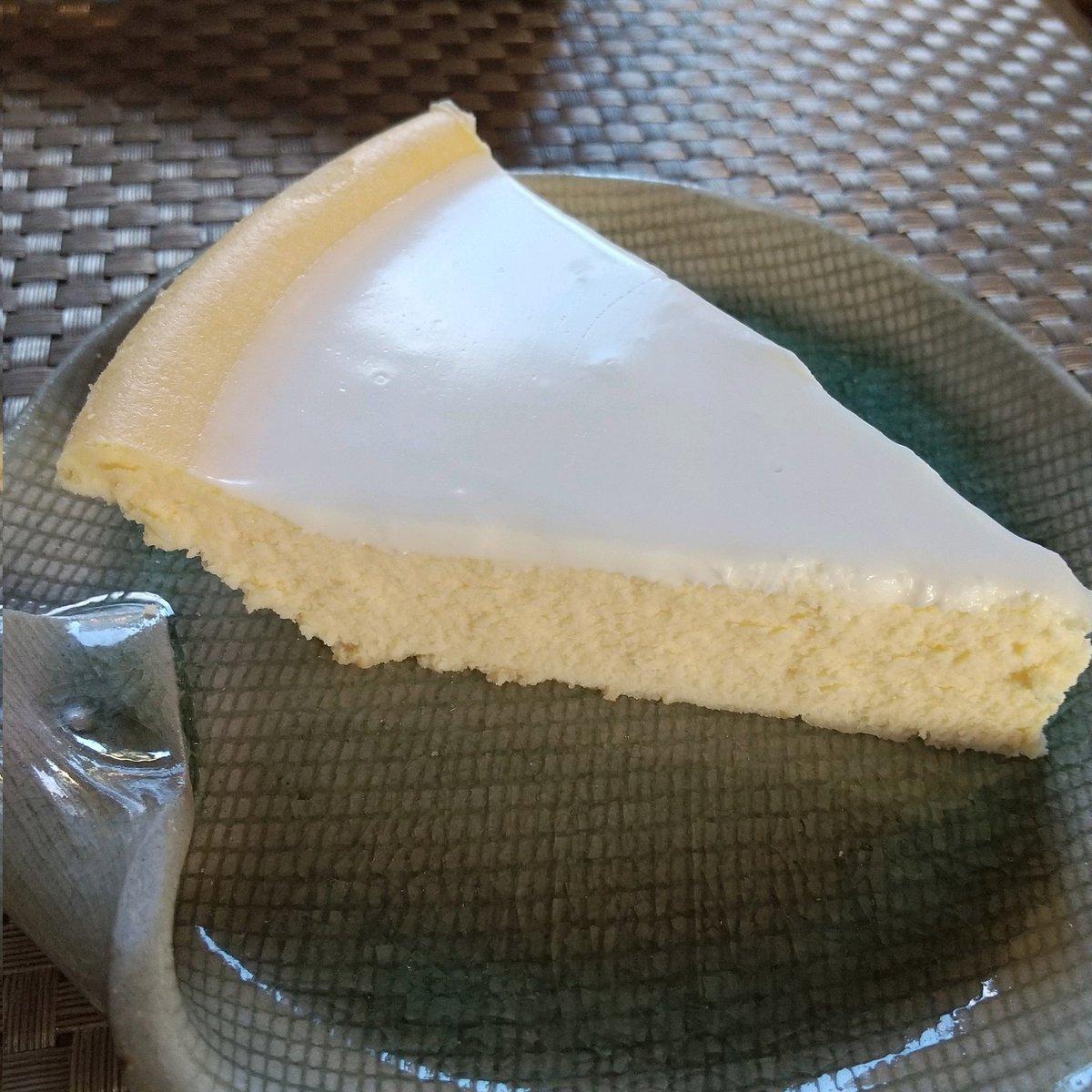 test ツイッターメディア - 塩原お土産に御用邸チーズケーキ買ってきてもらえなかったので… (そっち方面行かなかったから~と一言。) 日光まで行かずに、東武デパートのテナント明治の館で🧀ニルバーナ🎂を買ってきた'٩꒰。•◡•。꒱۶'断面綺麗✨ 久々だな、美味しさを思い出しながら食べる~👏🥄👏🥄👏 https://t.co/yeuNfuCHtX