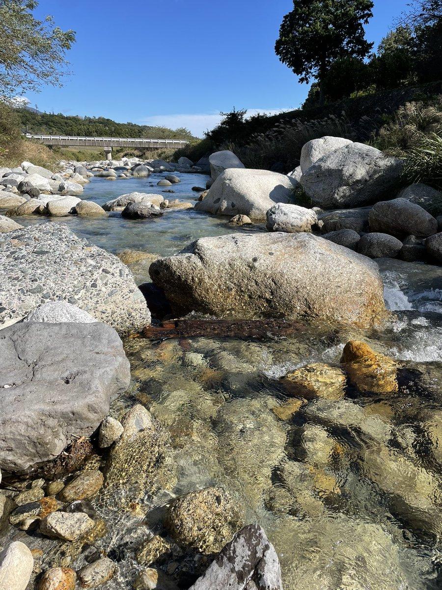 test ツイッターメディア - 白州の尾白川の流水はとてつもなく綺麗! ウィスキーも日本酒も美味しいわけだ! 次は七賢の酒蔵にお邪魔しよう!! https://t.co/n5sa6redu9