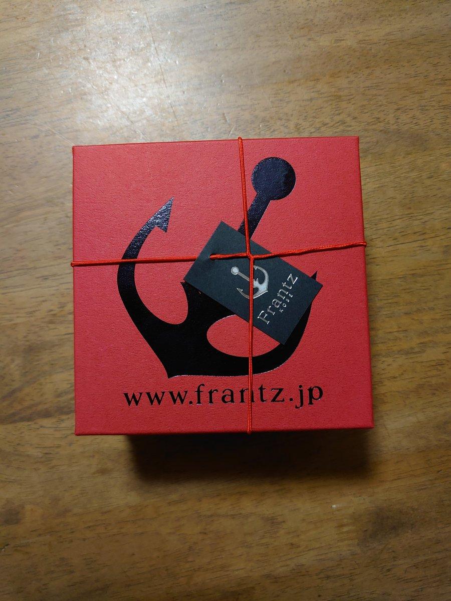 """test ツイッターメディア - お嬢が買ってきてくれた  《神戸フランツ》 """"神戸魔法の壷プリン""""  優しい甘さのクリームに なめらか濃厚カスタードプリン、底のカラメルソースが めっちゃ美味しい🥰  さすが神戸やわ⚓  #神戸フランツ #神戸魔法の壷プリン https://t.co/VJFmfvzimH"""