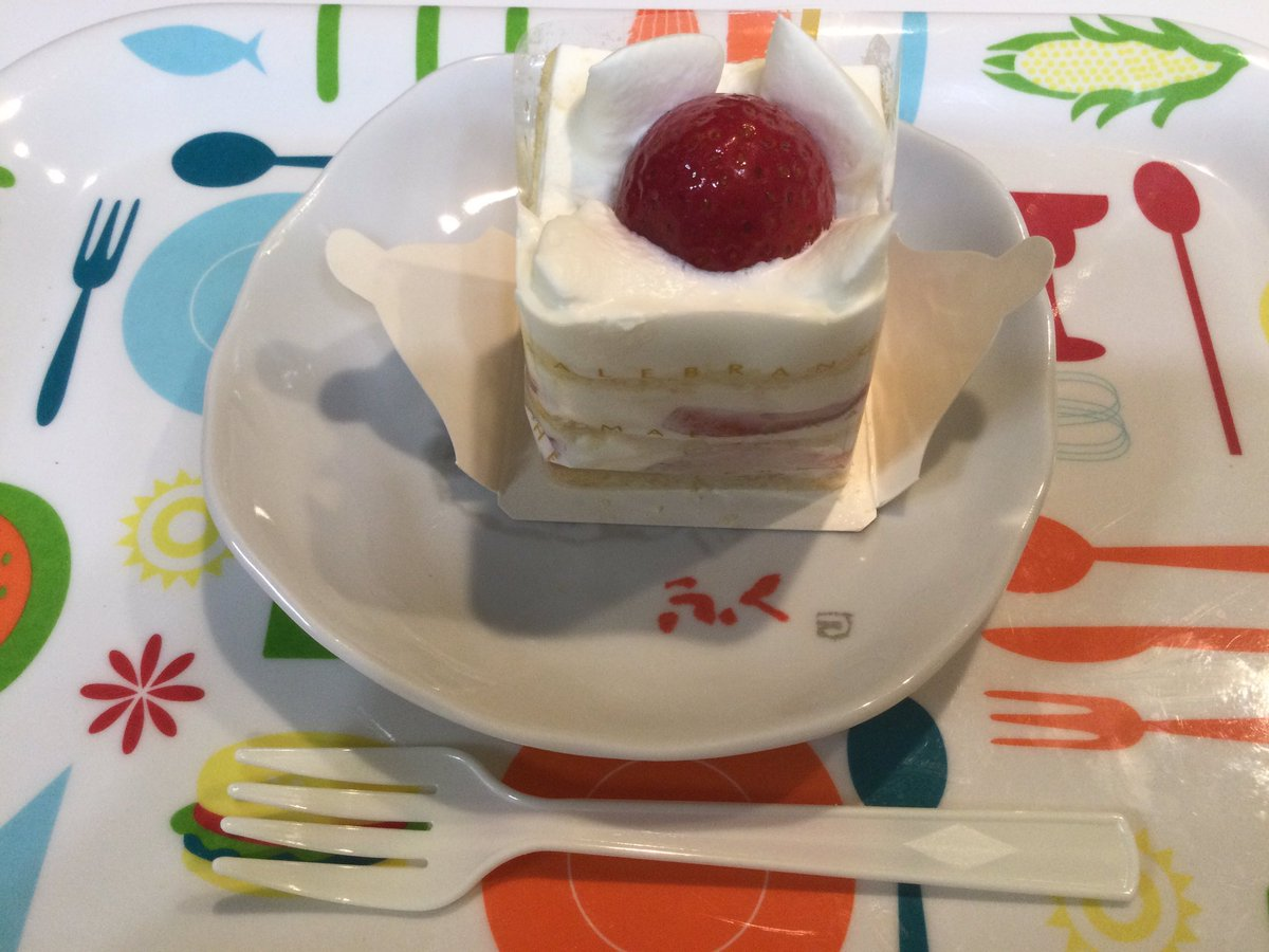 test ツイッターメディア - 半分突破がわかる前から打ち上げ気分でケーキ購入🍰 久しぶりのマールブランシュ❤️ いただきます☺️ 寝る前に我慢できずにシュークリームにも手を出してしまった😅 🐷になっちゃう🐖🐽 https://t.co/qD2fZFMRa5