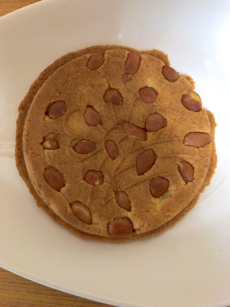 test ツイッターメディア - 巖手屋さんのまめごろう。落花生がたっぷり入ったクッキータイプの南部せんべい🥜🍘 うまい🤤😋👍 https://t.co/HboTGHwchR