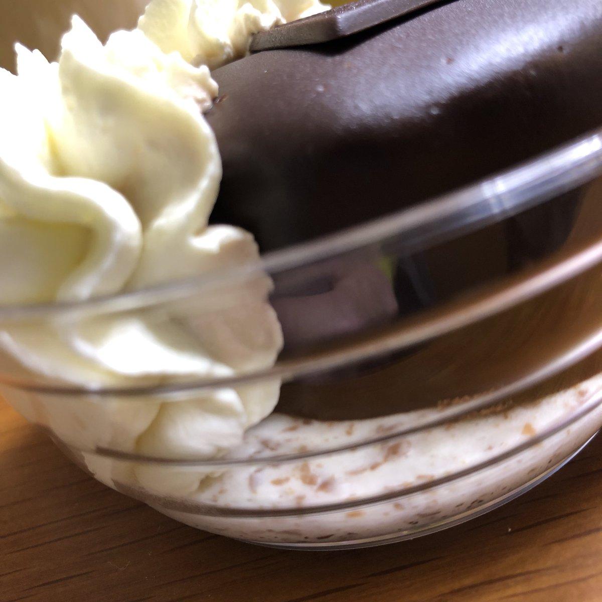 test ツイッターメディア - デメルのザッハトルテ買ってきてくれた。限定でホイップクリーム付き売ってたそうだ。  クリームと一緒に食べると最高に美味しい https://t.co/OvGA3W1qB4