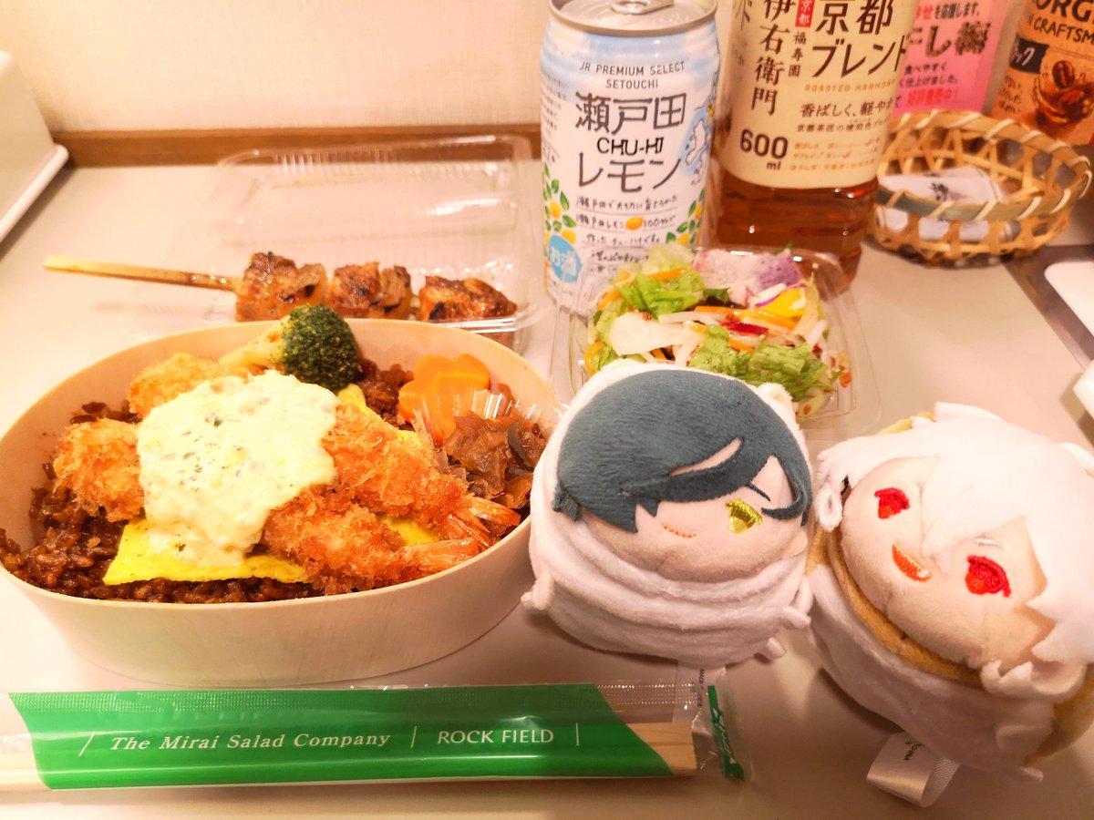 test ツイッターメディア - そしてホテルでひとり打ち上げ🍻 岡山の駅ビル?がコンパクトにまとまっててとても買い物しやすく気に入りました。大きな焼き鳥がとってもおいしいです。えびめしもいい🦐 明日は大手饅頭買って帰りたいな。  というか…20時に公演終了して20時30分に晩ごはん食べられるのって最高じゃないですか😋 https://t.co/HYxZY5V7NR
