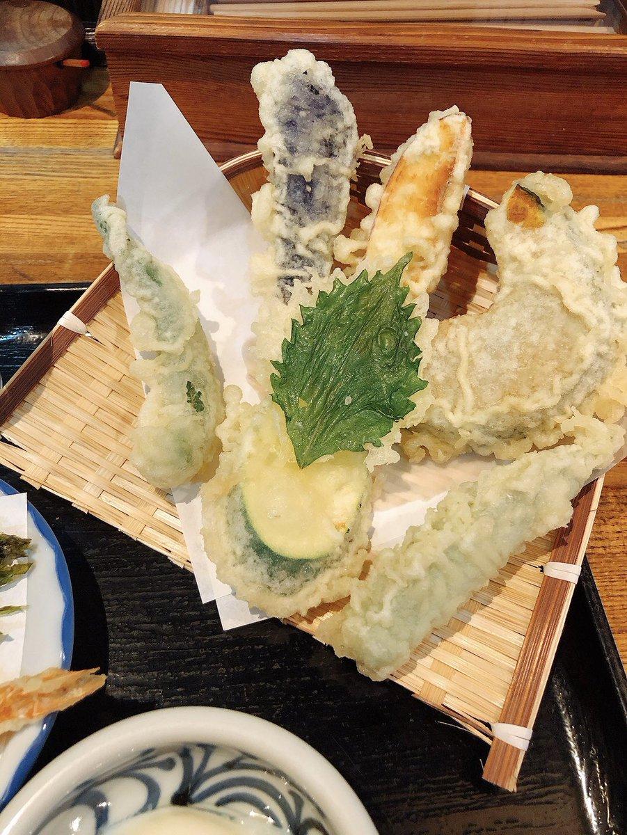 test ツイッターメディア - 丸亀駅すぐ近くの石川うどんさん。 セットを注文すると ニッカリお一つ入りました〜的な会話が厨房で飛び交うのが嬉し楽しかったし、天ぷらサクサクだしおうどん美味しいし次こそ他のも食べてみたい。 個人的に一番のお気に入りは海苔。 和三盆は石灯籠でした👻 #ニッカリ青江公開プレミアムマンス https://t.co/O6W9JN5Vda