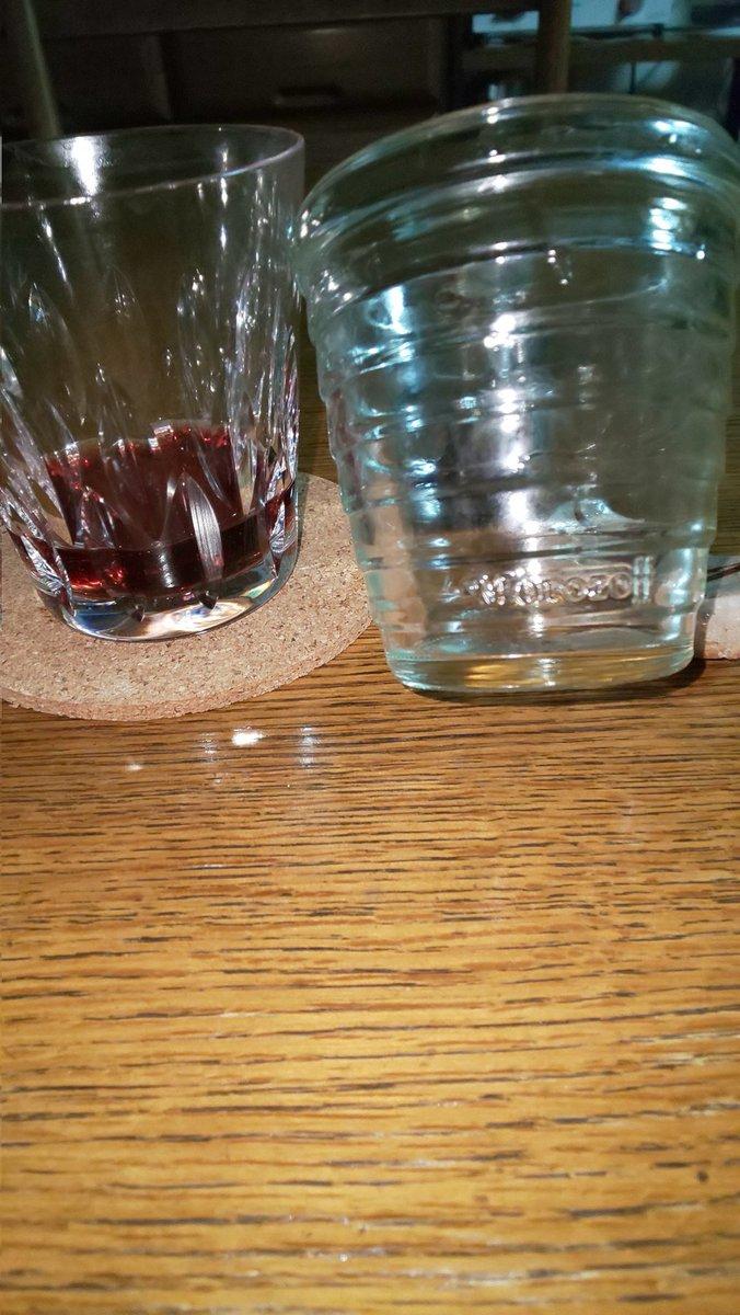 test ツイッターメディア - @hinodepictures まっちゃんさん。モロゾフという神戸の洋菓子ご存知ですか?チーズケーキやプリン🍮、チョコレートが有名ですが、なかでも写真右側のグラスに入ったプリンは食べ終えた後、グラス使用する方が 大半なのですが、これはなかなか割れない最強モノです🤣左は直ぐサイナラ🤣 https://t.co/EDyppii1td