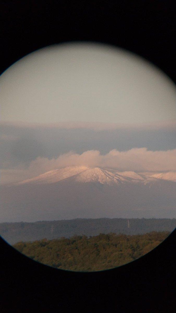 test ツイッターメディア - おはようございます👋 寒いけど海も山も鮮やかな朝です  #八戸 now  am 5:50 5℃  日に照らされた海面は放射冷却の朝靄🌅 #八甲田 山頂はすっかり雪景色です🏔️ 週末だ頑張ろう!👍😄 https://t.co/wS86ccZwFS