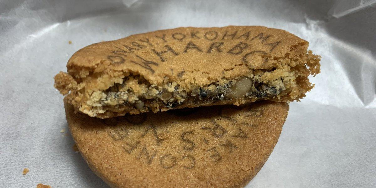 test ツイッターメディア - 10月の十六夜月を見ながら食べる🌕 横濱銘菓「ありあけハーバー」の新商品 「ハーバーズムーンガレット」-  重慶飯店さんのミニ月餅や、崎陽軒さんの横濱月餅のようなのを想像してましたが🥮 見た目は完全に洋風のガレット。 中にはクルミ入りのお餅が入っています。 餅なので、結構腹持ちがいい。 https://t.co/BC6EsikPw7