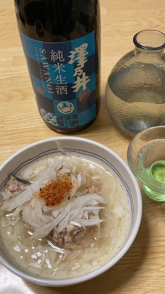 test ツイッターメディア - 東京にも美味い酒はある。青梅の酒造、小澤酒造の澤乃井さん。今日は料理する元気ないのでシャケの中骨の缶詰にスライスオニオンつけて簡単にいただきます。 https://t.co/WgaJOnOuQC