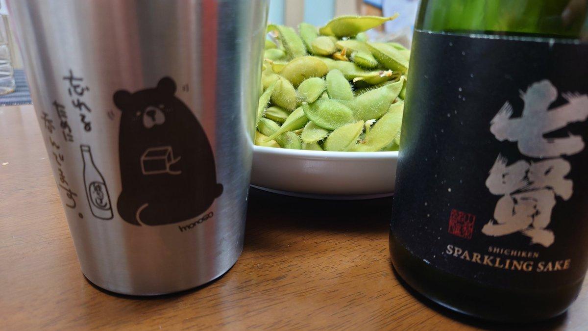 test ツイッターメディア - 今日は手羽先〜♪ そして、収穫した あけぼの大豆! 七賢さんのスパークリング日本酒で いただきます〜♪  #あけぼの大豆 https://t.co/1UKyNkKVhn