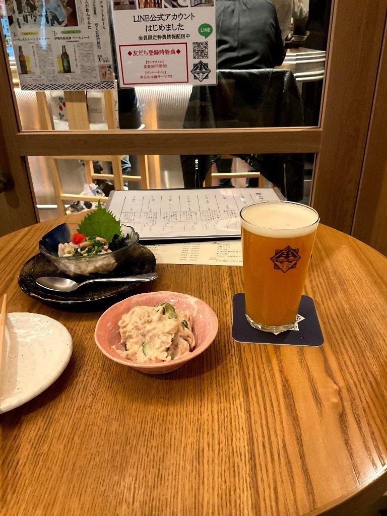test ツイッターメディア - 久々のイセカドへ!定番「ねこにひき」始め相変わらずビールの打率高い!料理も美味しいし店長さんも店員さんもメチャ良き人で本当楽しい時間を過ごせた! ビアバーなのに薦められた三重の日本酒「而今」!メチャ甘くてかの最強日本酒「十四代」に匹敵の美味さだった! https://t.co/Wc8vh2YvFD