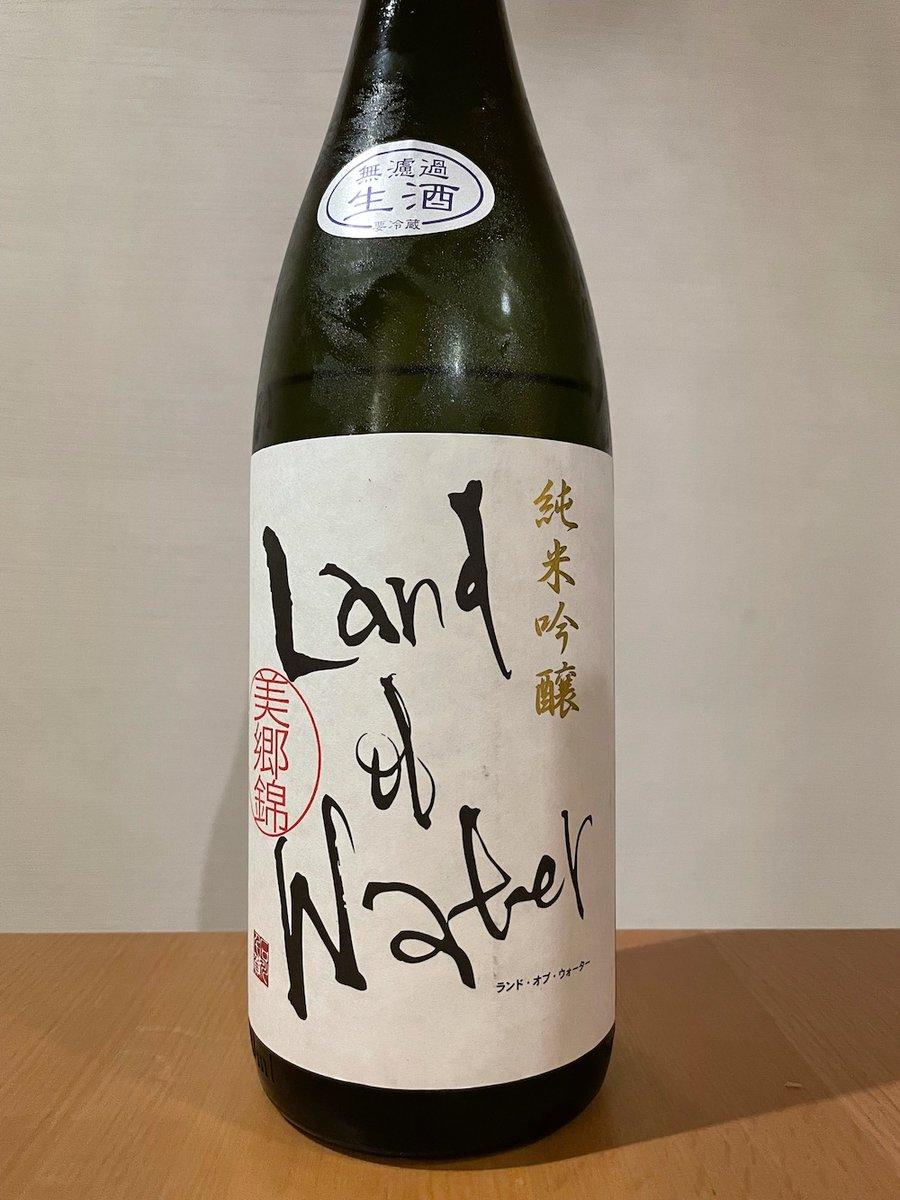 test ツイッターメディア - 浅舞酒造さん「黒ランド」こと「天の戸 純米吟醸 ランド・オブ・ウォーター 美郷錦」2,750円。お味は、かなりクセ強。水にこだわった酒づくりとの事ですが、身もフタもない事を承知で言うと水より酒麹の酵母の個性が前にきてる気が。肴はバイ貝の煮付け。 #浅舞酒造 #天の戸 #日本酒 #黒ランド https://t.co/HSJb6yDIQQ