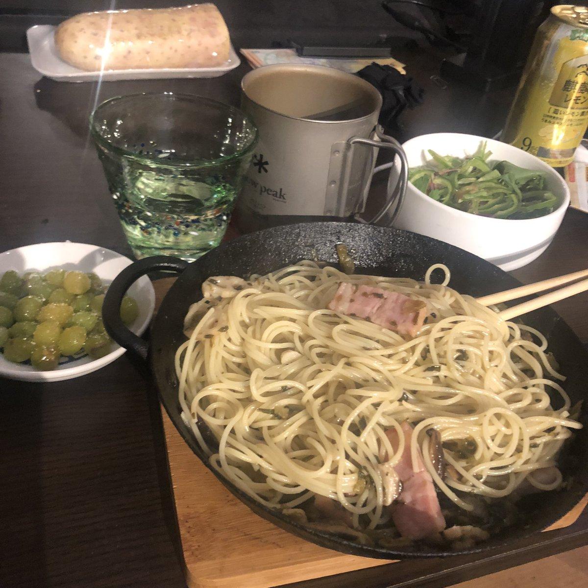 test ツイッターメディア - 高菜ベーコンのパスタにしたのでワインじゃなくあえて日本酒にしたわけさ、でパスタと日本酒は消えてしまいまして銀杏が残っているわけですよ。 そして梵はこの一杯で終了しました。次は黒龍(ブラックドラゴン)ですよね、きっと。 https://t.co/5d922DbNyE