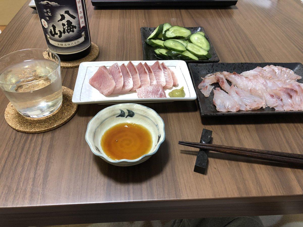 test ツイッターメディア - 今日はブリとグレを日本酒で👍  頂きます!   #ブリとグレ  #八海山  #キュウリのぬか漬け https://t.co/EZAs95FnH2