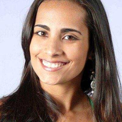 Vivian Espínola   Social Profile