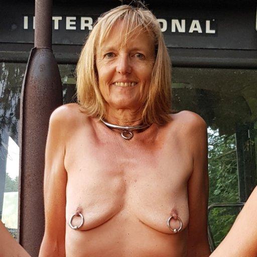 Nackt gi erste mal anal soft sklavin blasen und schlucken dildo latex