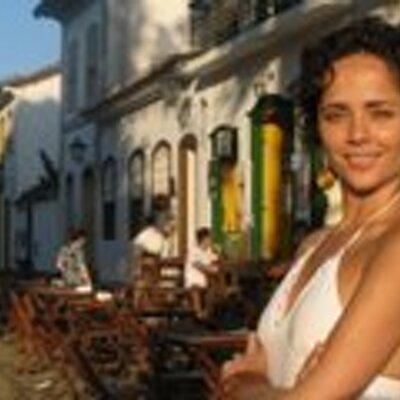 Fernanda Oliva | Social Profile