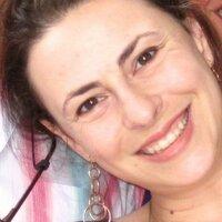 Renata Prazeres   Social Profile
