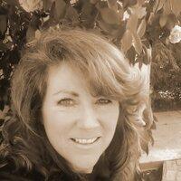 Leslie Moon | Social Profile