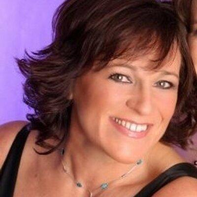 Lesley Bryant | Social Profile