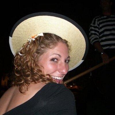 Sara @ Viva Catalina | Social Profile