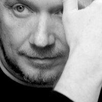 Paul Haggis | Social Profile