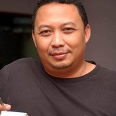Riyeke Ustadiyanto | Social Profile
