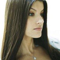 Britta Aragon | Social Profile