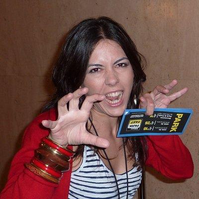 Laura Glez-Mohíno   Social Profile