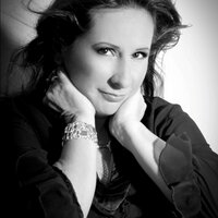 Prisca Bustamante | Social Profile