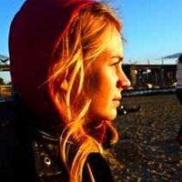 Britt Robertson | Social Profile