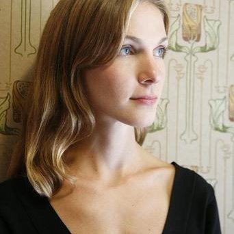 Chloe Schama | Social Profile